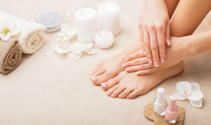 how to keep toenails clean and white