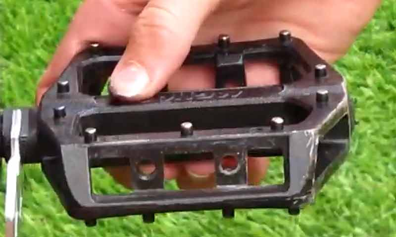 Remove Mountain Bike Pedals